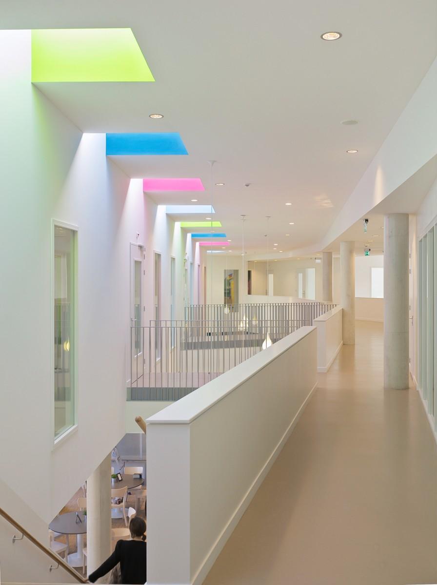 Multifunctional community school de statie sas van gent for Interieur nederland
